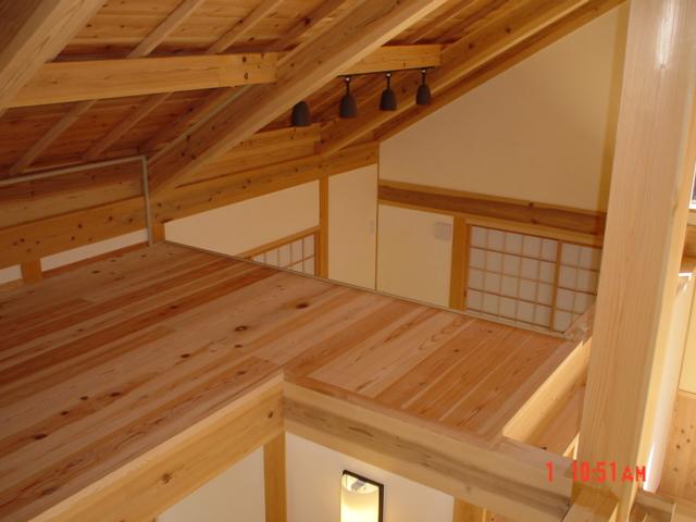 07_糸永様邸2階の天井上空間