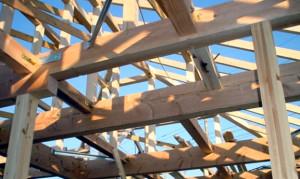 構造材、松の梁材